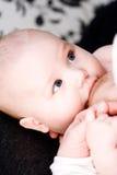 dziecka piersi matka blisko s obrazy royalty free