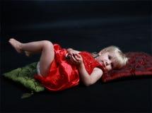 dziecka powabni szachowi dziewczyny mienia kawałki Zdjęcia Royalty Free