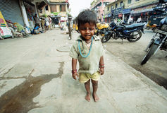 dziecka puszka indyjski uliczny odprowadzenie Zdjęcie Royalty Free