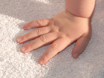 dziecka ręki niemowlak Zdjęcia Royalty Free