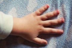 Dziecka ręki zbliżenie Fotografia Royalty Free
