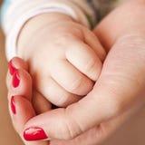 dziecka ręki matka Obraz Stock