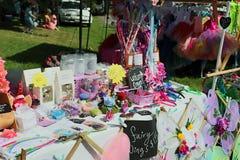 Dziecka ` s czarodziejki kram przy Niedziela rynkiem Zdjęcia Stock