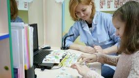 Dziecka ` s doctorcorrect przyjęcie, wymawianie słowa i listy, rozwój mowa język, mowa terapeuta zbiory