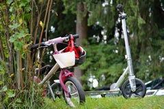 Dziecka ` s hulajnoga i bicykle Obrazy Royalty Free