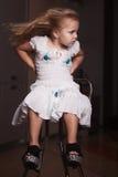 Dziecka ` s portreta dziewczyna w domu, mieszkanie Obraz Stock