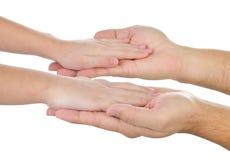 Dziecka ` s ręki w s mężczyzna ` palmach Fotografia Stock
