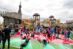 Dziecka ` s rozrywki krańcowy linowy miasteczko obraz royalty free