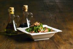 Dziecka spanach sałatka z oliwa z oliwek i octem zdjęcia royalty free