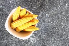 Dziecka sweetcorn lub mini kukurudza Ja jest typowo zjedzonym całym cob zawierać dla ludzkiego spożycia Ja jest jem kucbarski i s obrazy royalty free
