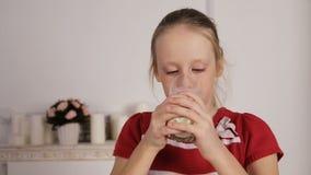 dziecka target2192_0_ szkła mleko zbiory