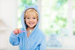 Dziecka target35_0_ zęby Żartuje toothbrush zdjęcie stock