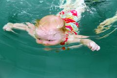 dziecka underwater zdjęcia stock