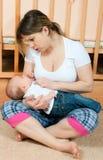 dziecka utrzymania matki pokój obrazy stock