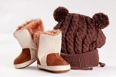 Dziecka zima buty i nakrętka Zdjęcia Stock