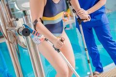 Dziecko basenu rehabilitacja obrazy stock