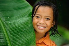 dziecko bawić się deszcz Zdjęcie Stock