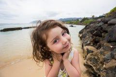 Dziecko Bawić się na plaży w Oahu Hawaje Zdjęcie Royalty Free