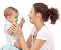Dziecko bawić się z jej matką. Zdjęcia Royalty Free