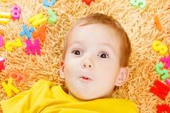 Dziecko bawić się z listów zaczynać rok Obraz Royalty Free