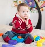 Dziecko bawić się zabawki Zdjęcia Stock