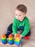 Dziecko bawić się zabawki Zdjęcie Royalty Free