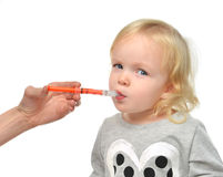 Dziecko berbecia dziecko bierze oralnego medycznego suspensionan ibuprofen Zdjęcie Stock