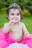 Dziecko berbecia dziewczyna w pierwszy urodzinowym rocznicowym przyjęciu Obrazy Royalty Free