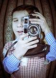 Dziecko bierze obrazki z rocznik kamerą Obraz Royalty Free