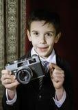 Dziecko bierze obrazki z rocznik kamerą Obrazy Stock