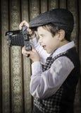 Dziecko bierze obrazki z rocznik kamerą Obrazy Royalty Free
