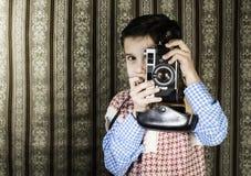 Dziecko bierze obrazki z rocznik kamerą Zdjęcia Stock