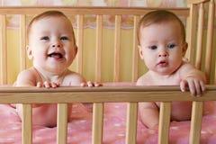 dziecko bliźnięta jednojajowe Zdjęcia Royalty Free