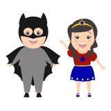 Dziecko bohaterzy Chłopiec ubierająca jako Batman Dziewczyna w kostiumowym sup royalty ilustracja