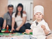Dziecko chłopiec bawić się doktorskiego portret Obrazy Royalty Free