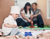 Dziecko chłopiec bawić się lekarka dom Obrazy Stock