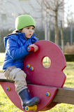 Dziecko chłopiec bawić się w boisku Obraz Stock