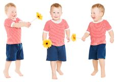 Dziecko chłopiec z kwiatem, Szczęśliwy dzieciak Odizolowywający nad bielem Fotografia Royalty Free