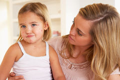 dziecko choroba macierzysta karmiąca Obrazy Stock