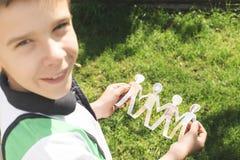 Dziecko chwyta postaci papiery robić ludzie Obraz Royalty Free