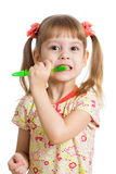 Dziecko dziewczyna szczotkuje zęby odizolowywających Zdjęcia Royalty Free