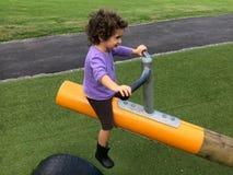 Dziecko dziewczyny przejażdżki na Seesaw Zdjęcia Royalty Free