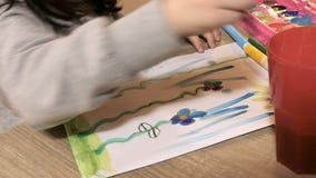 Dziecko farby i remisy wiosna temat zbiory wideo