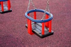 Dziecko huśtawka w parku Zdjęcie Stock