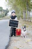 Dziecko i psi hitchhiking Zdjęcie Stock