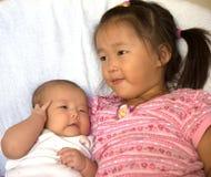 dziecko jej mała siostra Zdjęcia Royalty Free