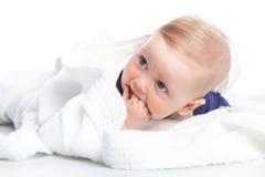 Dziecko jest łgarskim puszkiem na podłoga Zdjęcie Royalty Free
