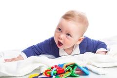 Dziecko jest łgarskim puszkiem na podłoga Fotografia Stock