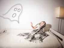 Dziecko jest przestraszony duch fotografia royalty free