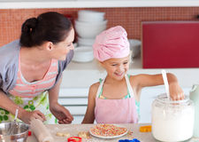 dziecko kucharz macierzysty nauczanie jak Zdjęcie Stock